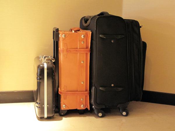 お荷物お預かりします。